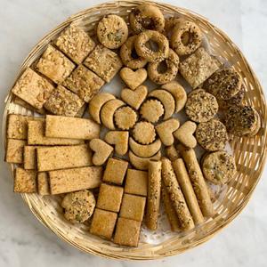 Dates maamoul basket with whole grains Sourdough